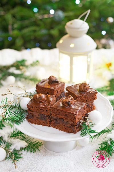 czekoladowe ciasto ze śliwkami w rumie