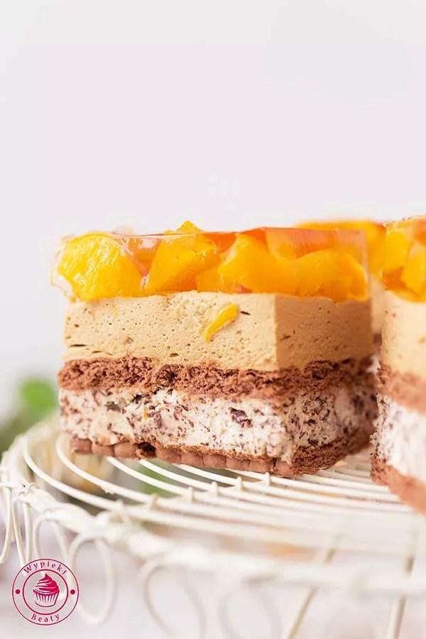 czekoladowe ciasto bez pieczenia z brzoskwiniami
