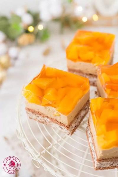 ciasto na zimno z brzoskwiniami