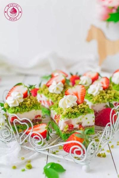 dietetyczne ciasto szpinakowe z truskawkami