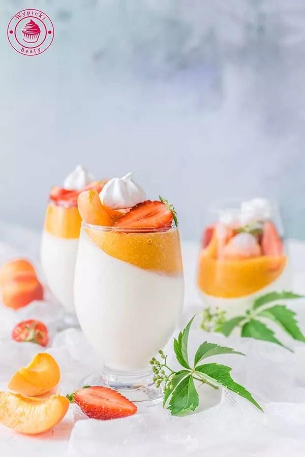 jogurtowa panna cotta z morelami
