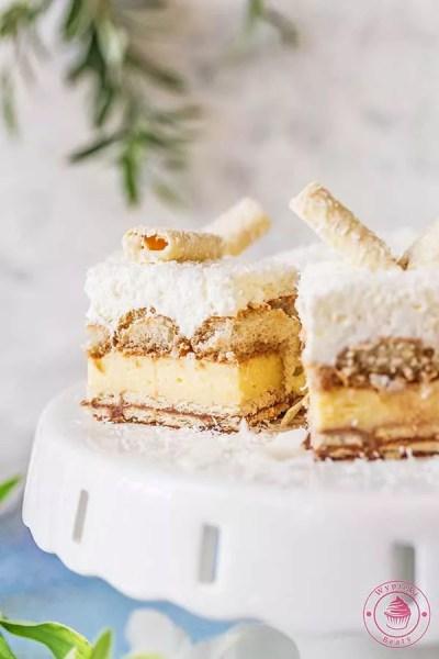 ciasto z kremem budyniowym i kokosową pianką