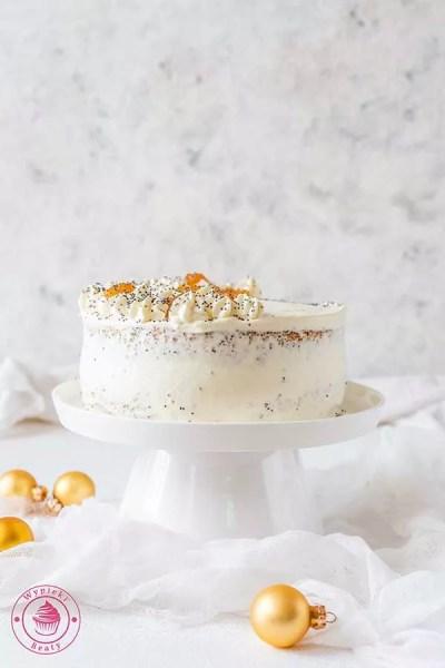 kremowy tort brzoskwiniowy