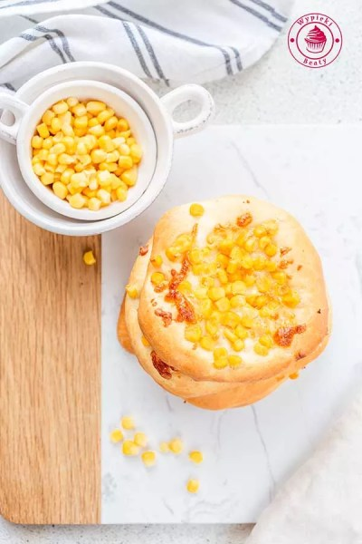 bułki z serem i kukurydzą