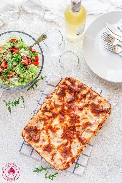 lazania z mięsem i pomidorami