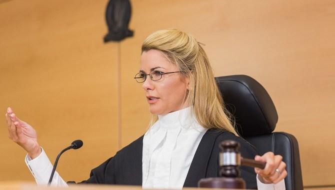 pracownik sprawa w sądzie pracy