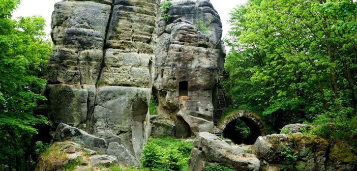 Skály – ruiny zamku wkomponowanego w piaskowcowe labirynty Adršpašskoteplickych skál