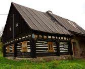 Wieściszowice – dom nr 54. Zabytkowy dom przysłupowy z XIX wieku …