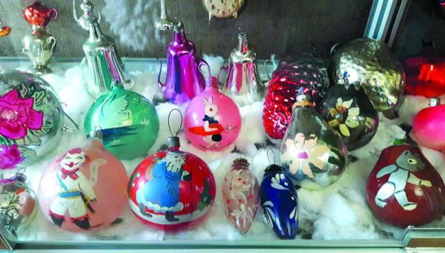 Іграшки з використаних лампочок...
