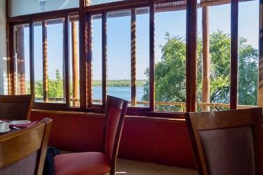 Cresta Mowana Safari Resort & Spa (クレスタモワナサファリリゾート&スパ) :  朝食/ディナー Serondela Restaurant