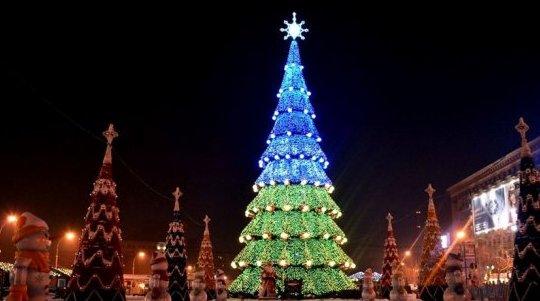 На площі Свободи запрацював новорічний розважальний майданчик