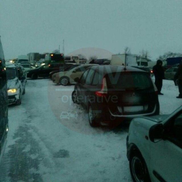 Через снігові замети заблокований рух на трасах