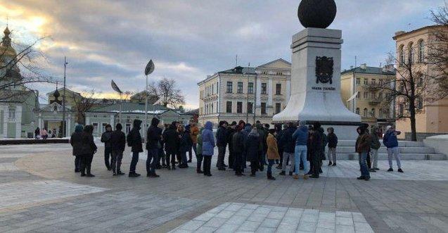 Пранкери знову зібрали людей на вигаданий «проплачений» мітинг