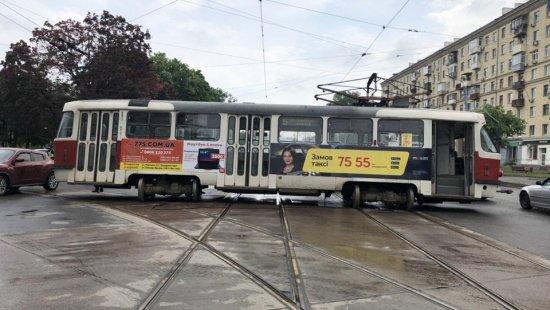 Через трамвайний «дрифт» двоє людей отримали серйозні травми