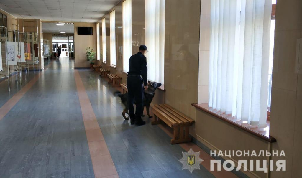 Поліція перевіряє нову інформацію про замінування у Харкові