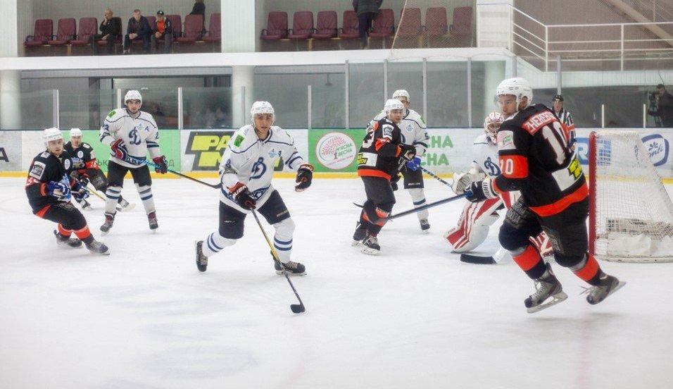 Харківські хокеїсти розгромно поступилися лідеру чемпіонату
