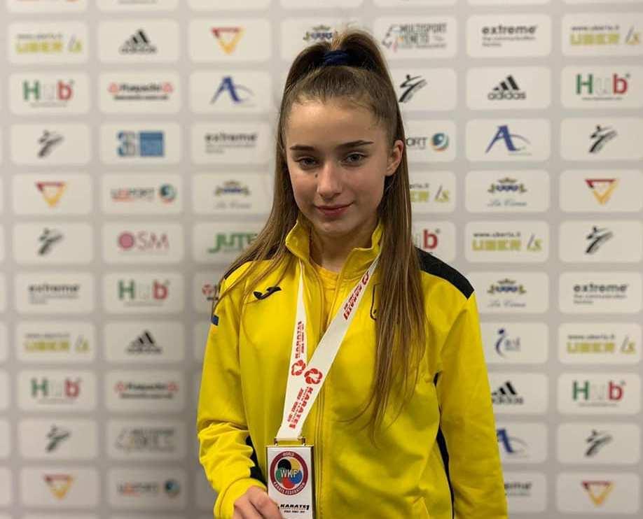 Юна харків'янка виборола золоту медаль на турнірі з карате