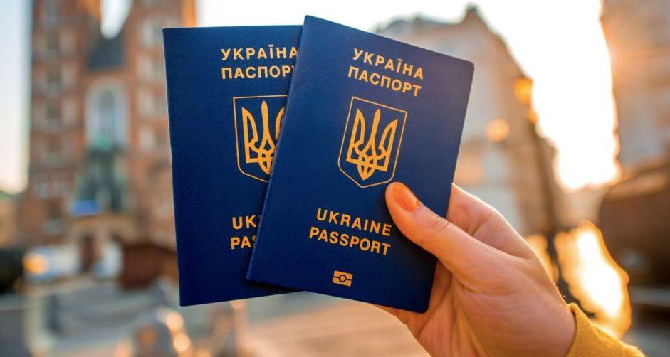 У Міграційній службі зазначають підвищений попит на закордонні паспорти