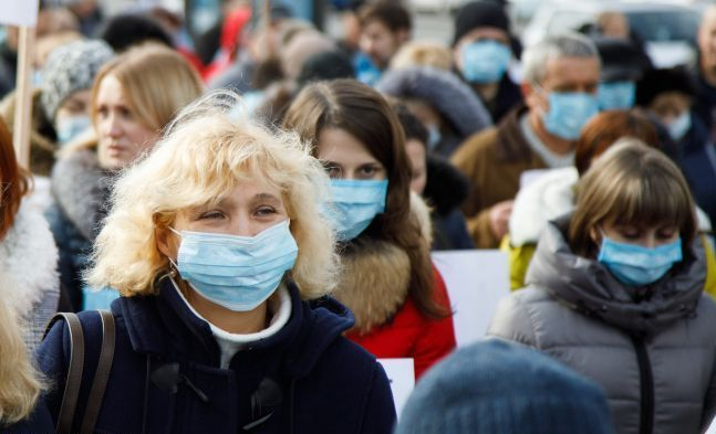 У МОЗ роз'яснили, де треба носити маску