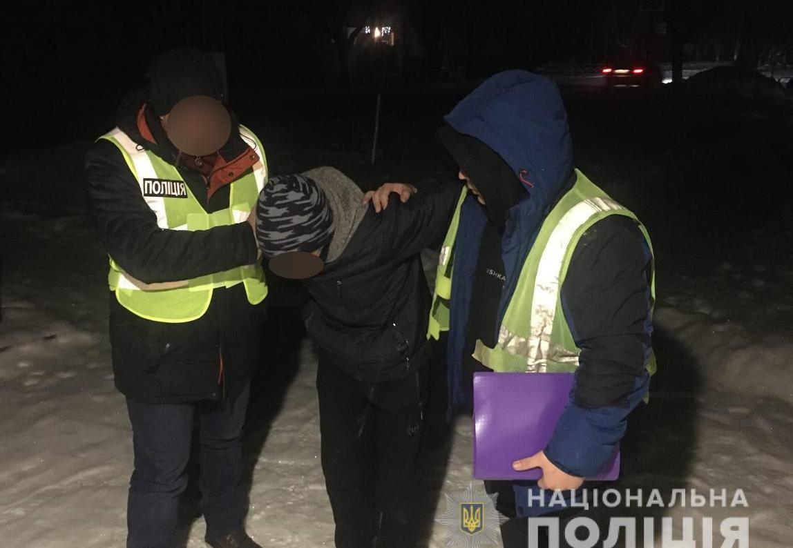 На Харківщині затримали чоловіка, який з ножем нападав на жінок