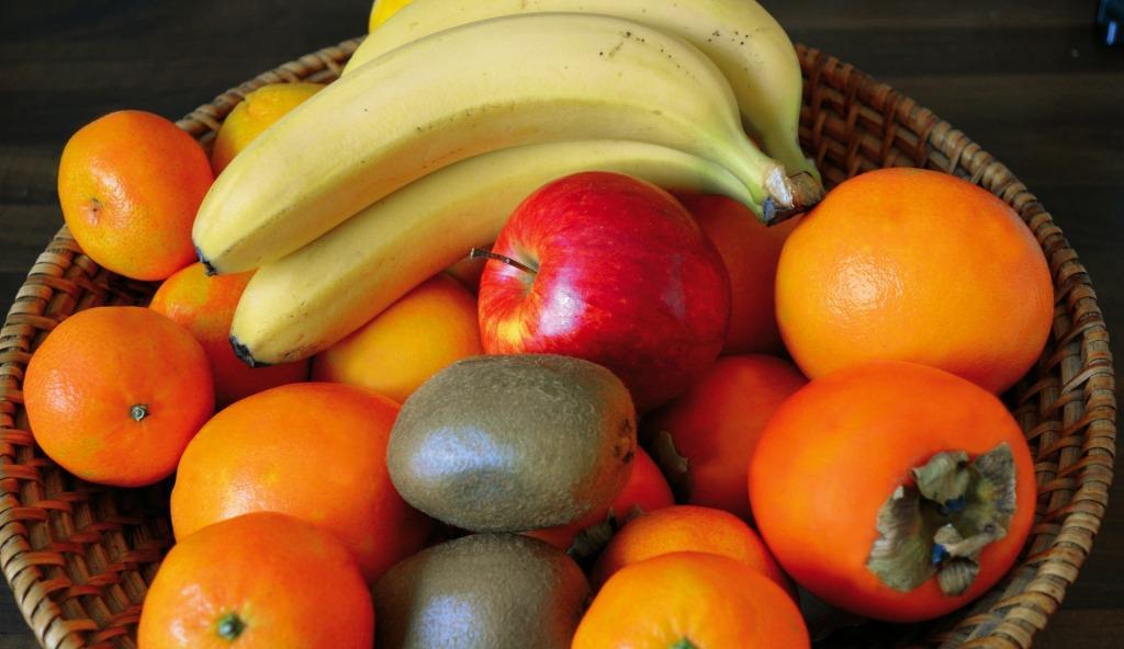 Українці стали більше купувати фруктів
