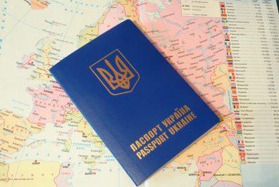 kak-samomu-oformit-zagran-v-Ukraine