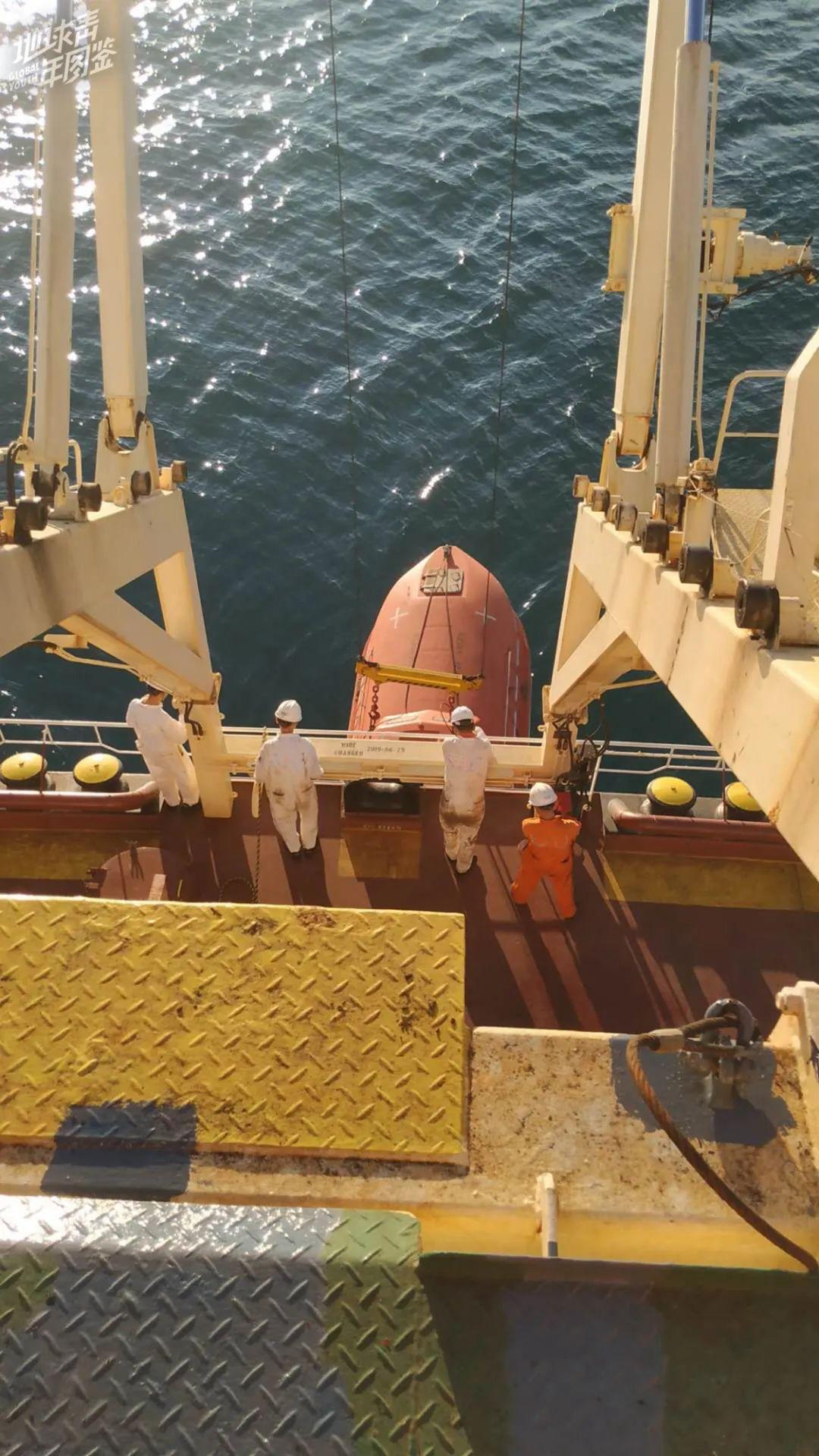 漂在海上362天,我为特朗普建边境墙运送钢板