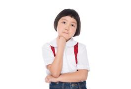 考える子供