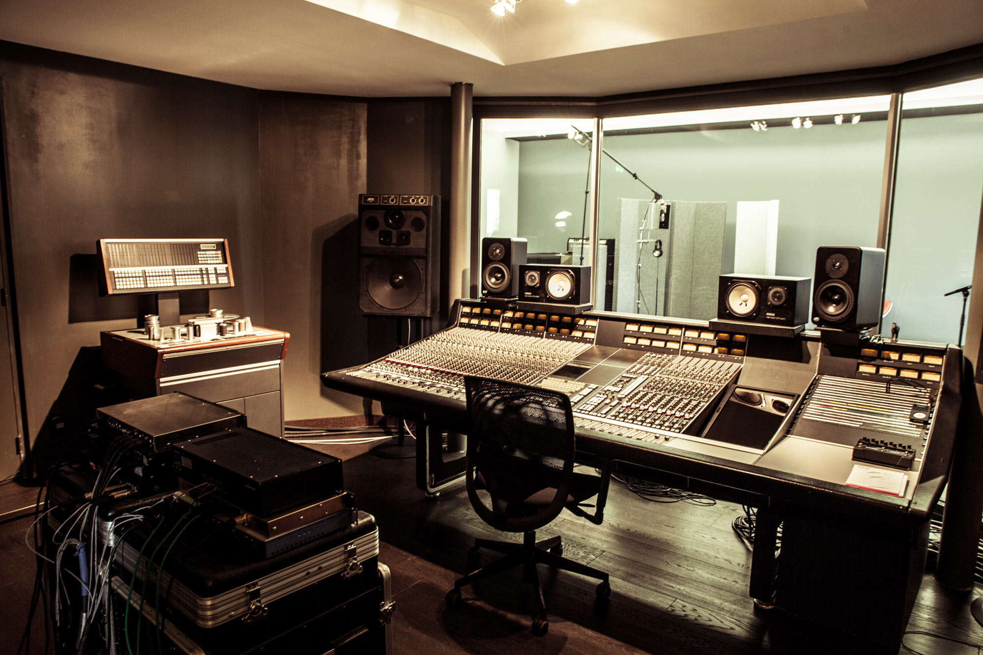 ziguinchor trenne un studio d enregistrement. Black Bedroom Furniture Sets. Home Design Ideas