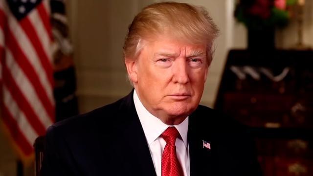 Jack Lang traite Donald Trump de