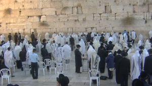 366452087-judaisme-orthodoxe-talit-mur-des-lamentations-vie-juive