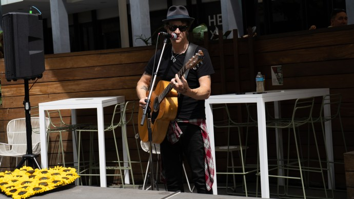 Chris Cheney Busking Around Melbounre @ Beer Deluxe 2021