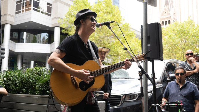 Chris Cheney Busking Around Melbounre @ The Crafty Squire 2021