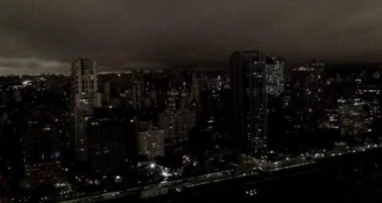 Forest fires cause São Paulo city to turn dark