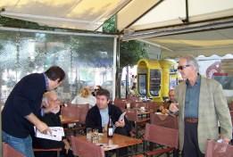 2010/11/02: Ο Β. Χατζηλάμπρου και ο υποψήφιος Τάσος Γεωργιτσόπουλος κατά την περιοδεία στο κέντρο της Πάτρας.