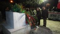 2015/01/09: Ο Β. Χατζηλαμπρου και ο περ. συμβουλος Κ. Γαβριηλιδης καταθετουν στεφανι στο μνημειο του Ν. Τεμπονερα εκ μερους της Αντιστασης Πολιτων Δυτ. Ελλαδας