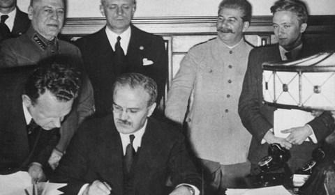 Segunda Guerra Mundial: El acuerdo secreto con el que Hitler y Stalin se repartieron Europa antes de la IIGM