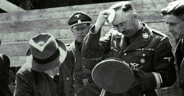 Himmler supervisa la construcción del campo e concentración