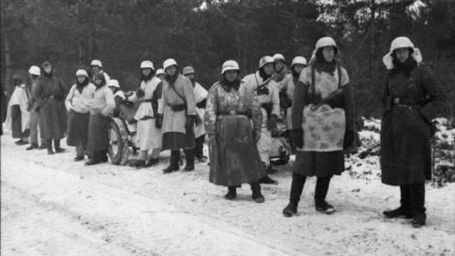Uniformes de invierno improvisados (1941). Bundesarchiv