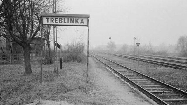 Vías del tren que conducían a los judíos al campo de exterminio de Treblinka