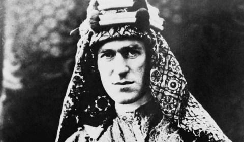 La absurda muerte tras una triste agonía de Lawrence de Arabia, el héroe olvidado de la IGM