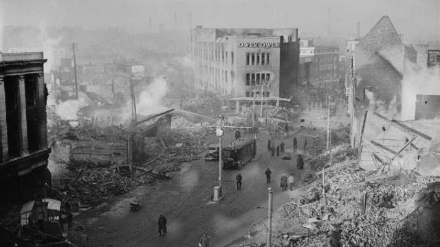 El centro de la ciudad después del bombardeo de la Luftwaffe.