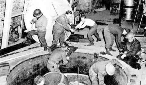 Un Kennedy, un jugador de béisbol… La gesta de los 'bastardos' que arruinaron la bomba atómica de Hitler