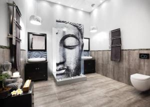 buddha-in-bathroom (3)