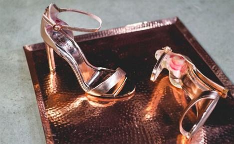 Omoda heels gold