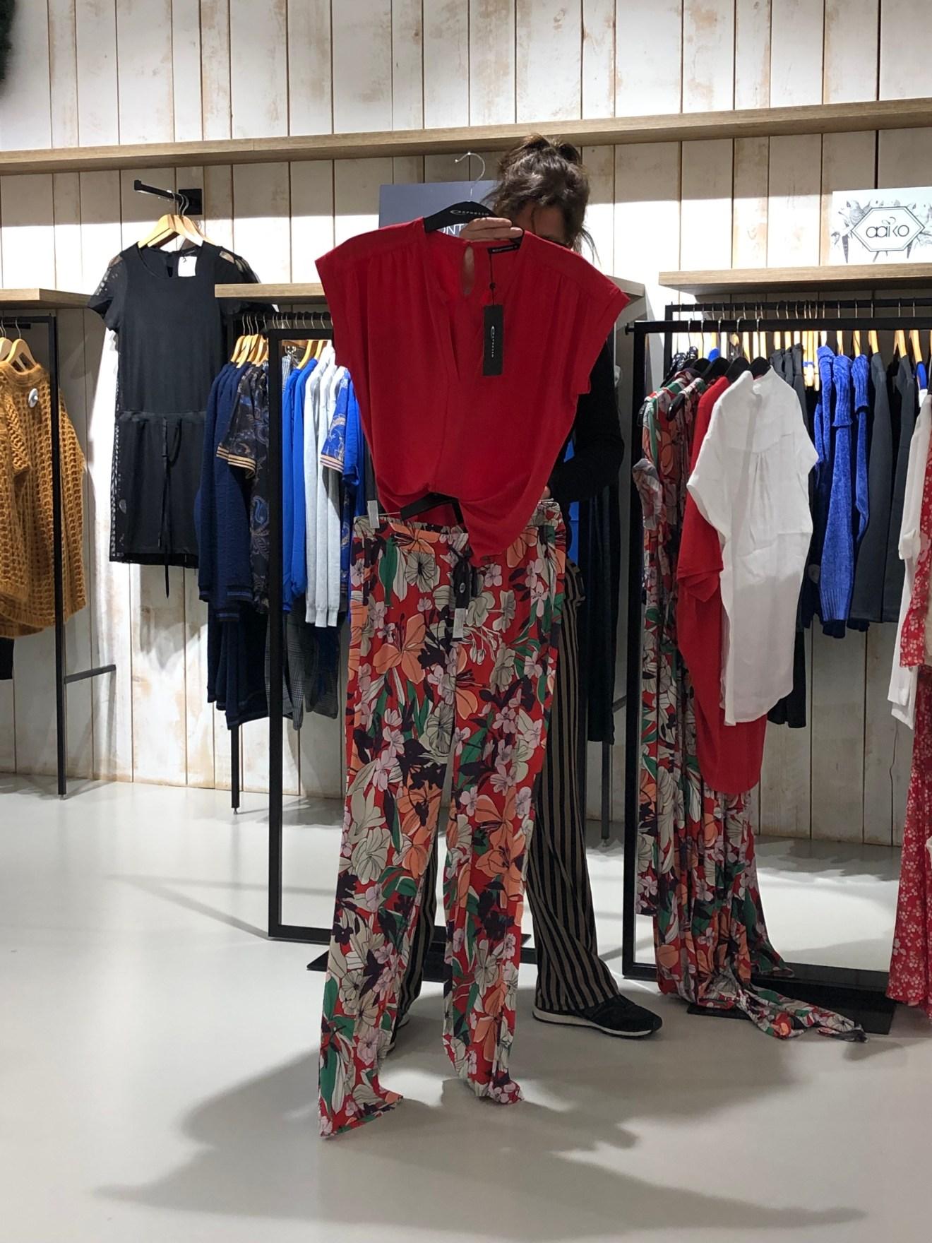 Expresso bloemenbroek met rode top