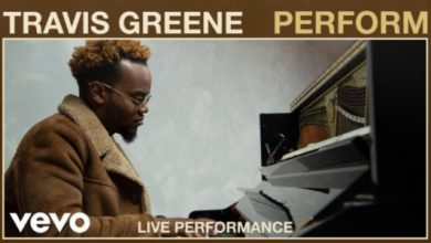 "Photo of Travis Greene sings ""Perform"" at VEVO Studios"