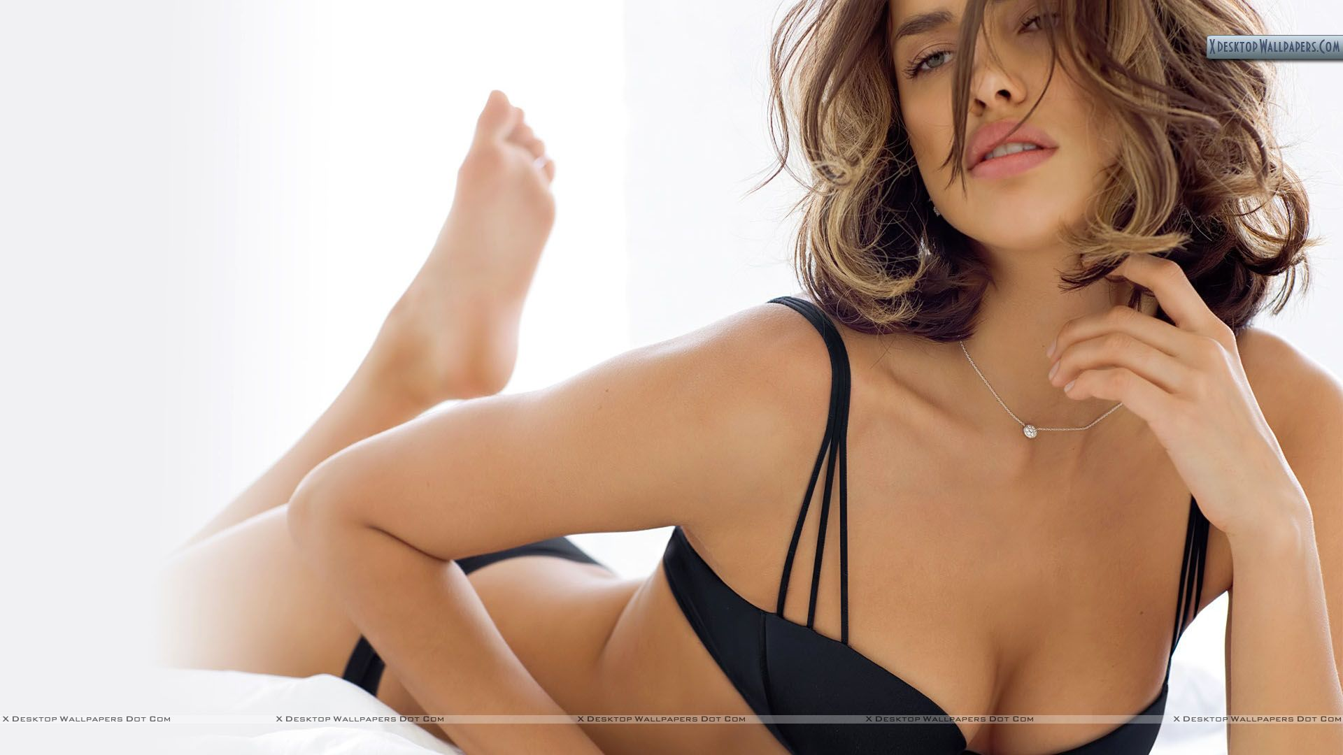 https://i2.wp.com/xdesktopwallpapers.com/wp-content/uploads/2011/02/Irina-Shayk-Pink-Lips-Laying-on-Bed.jpg
