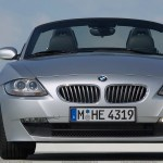 Front Pose Of 2005 Bmw Z4 Roadster In Silver Wallpaper
