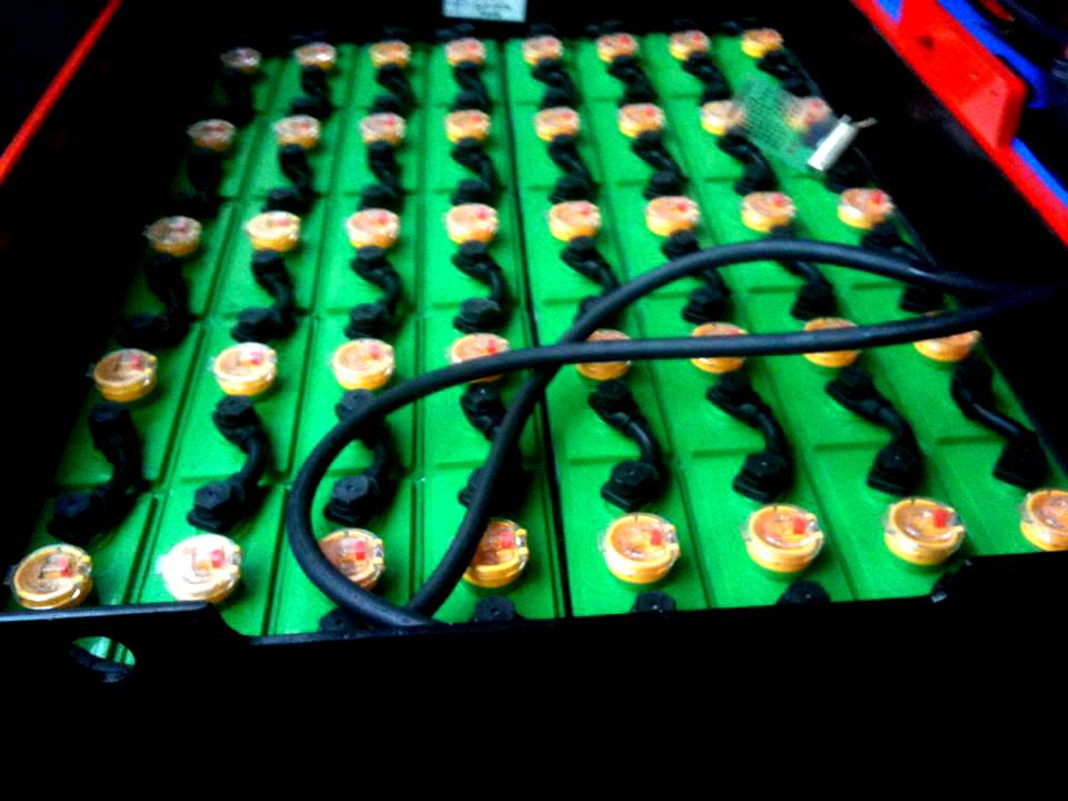 hệ thống bình ắc quy xe nâng heli